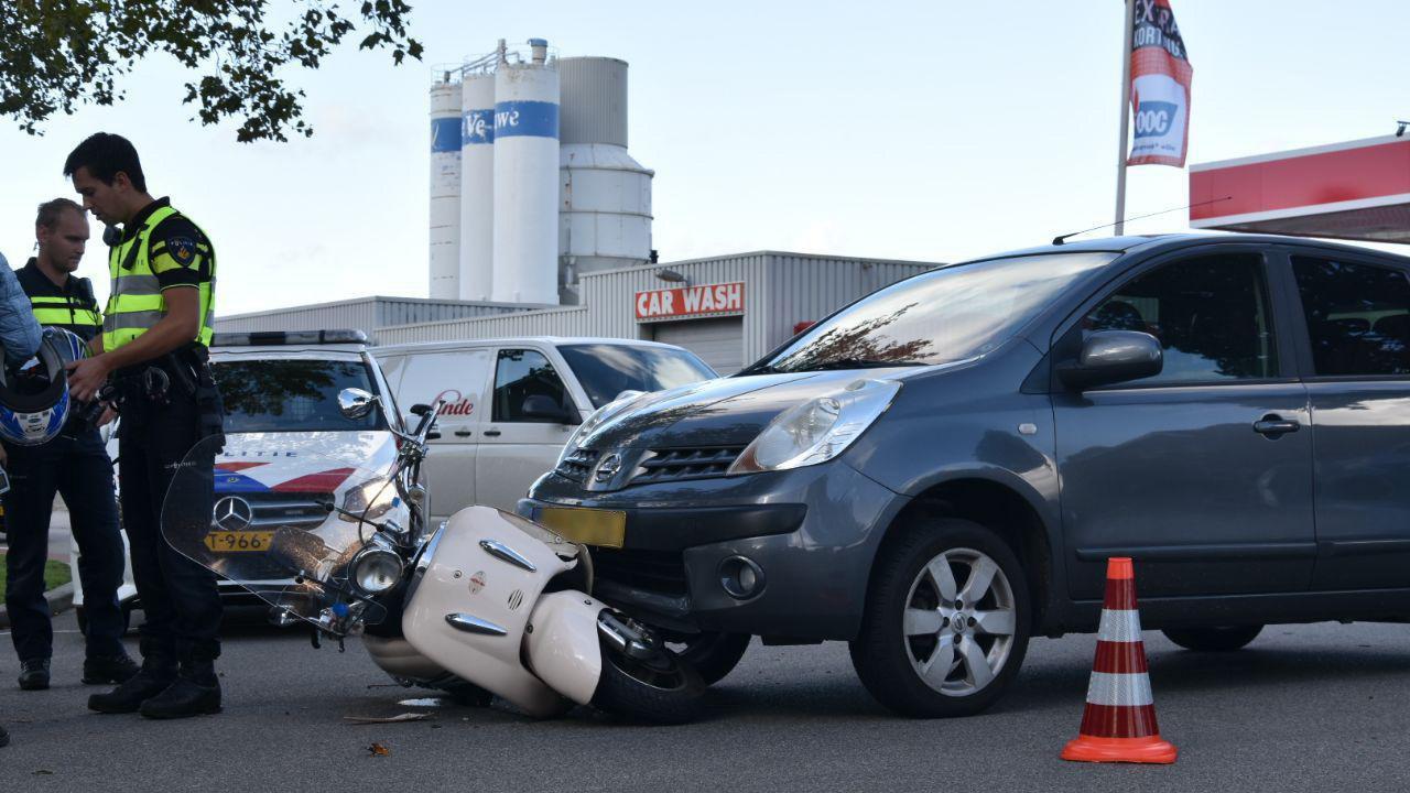 Twee personen gewond bij aanrijding in Staphorst.