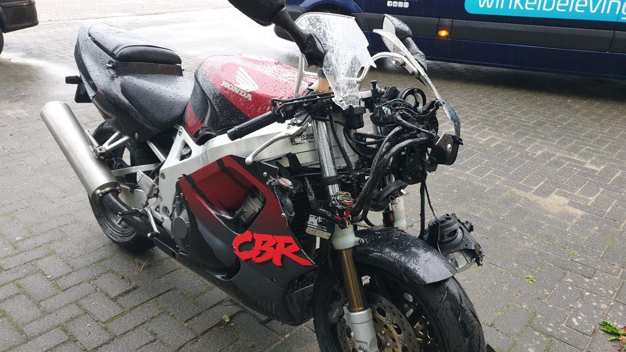 Motorrijder gewond bij botsing in Hengelo.