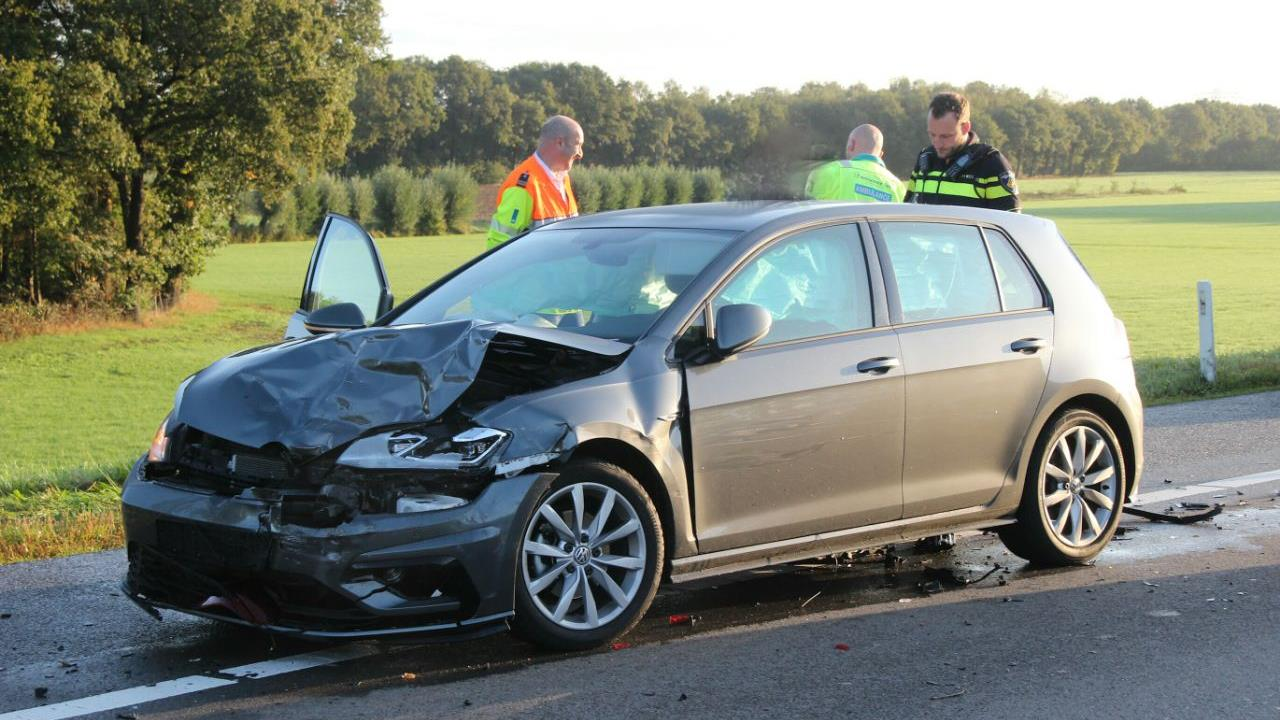 Veel schade bij kettingbotsing op afrit A1 bij Holten.