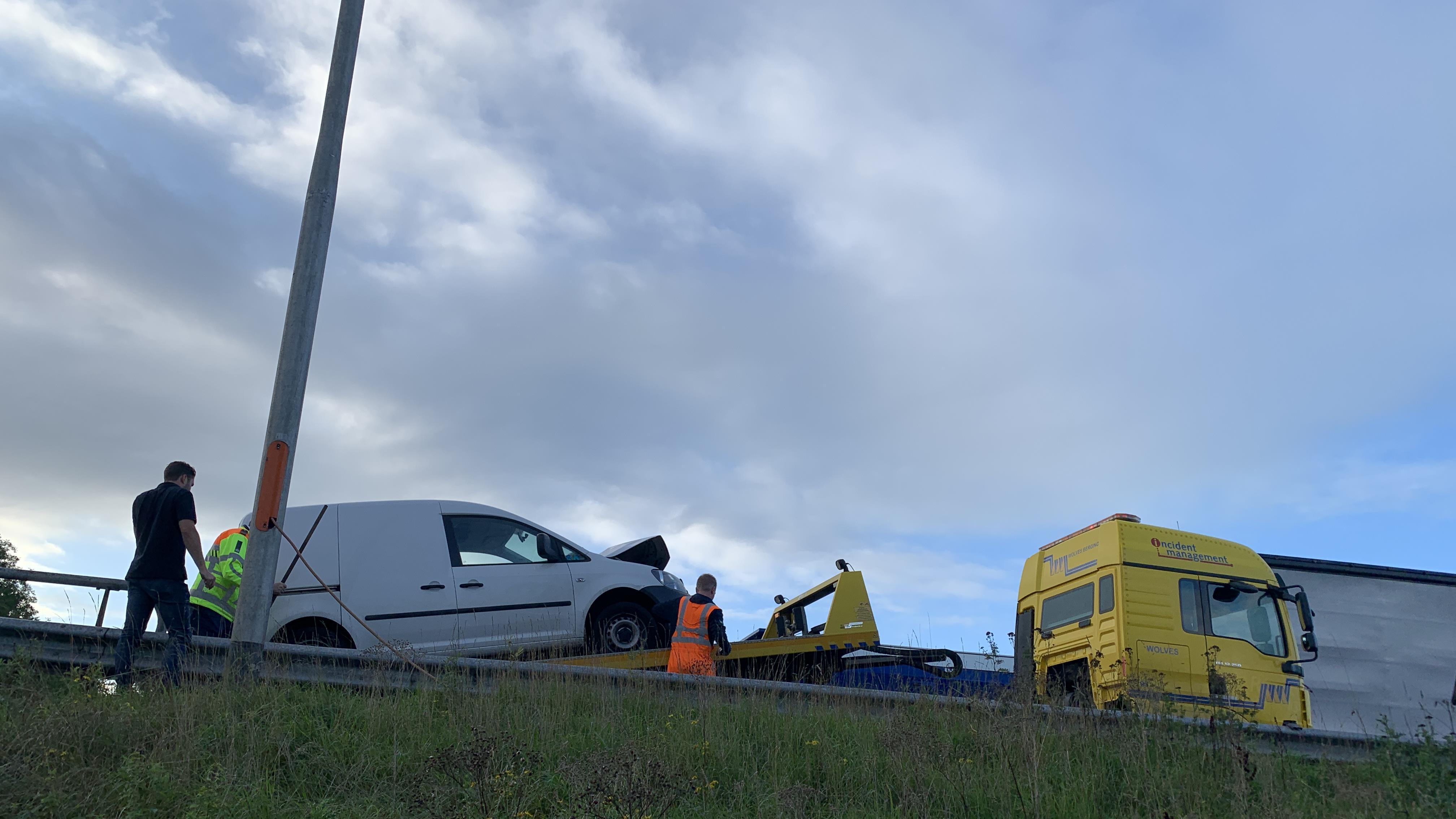 Flinke vertraging op A1 bij Deventer door vijf ongelukken.