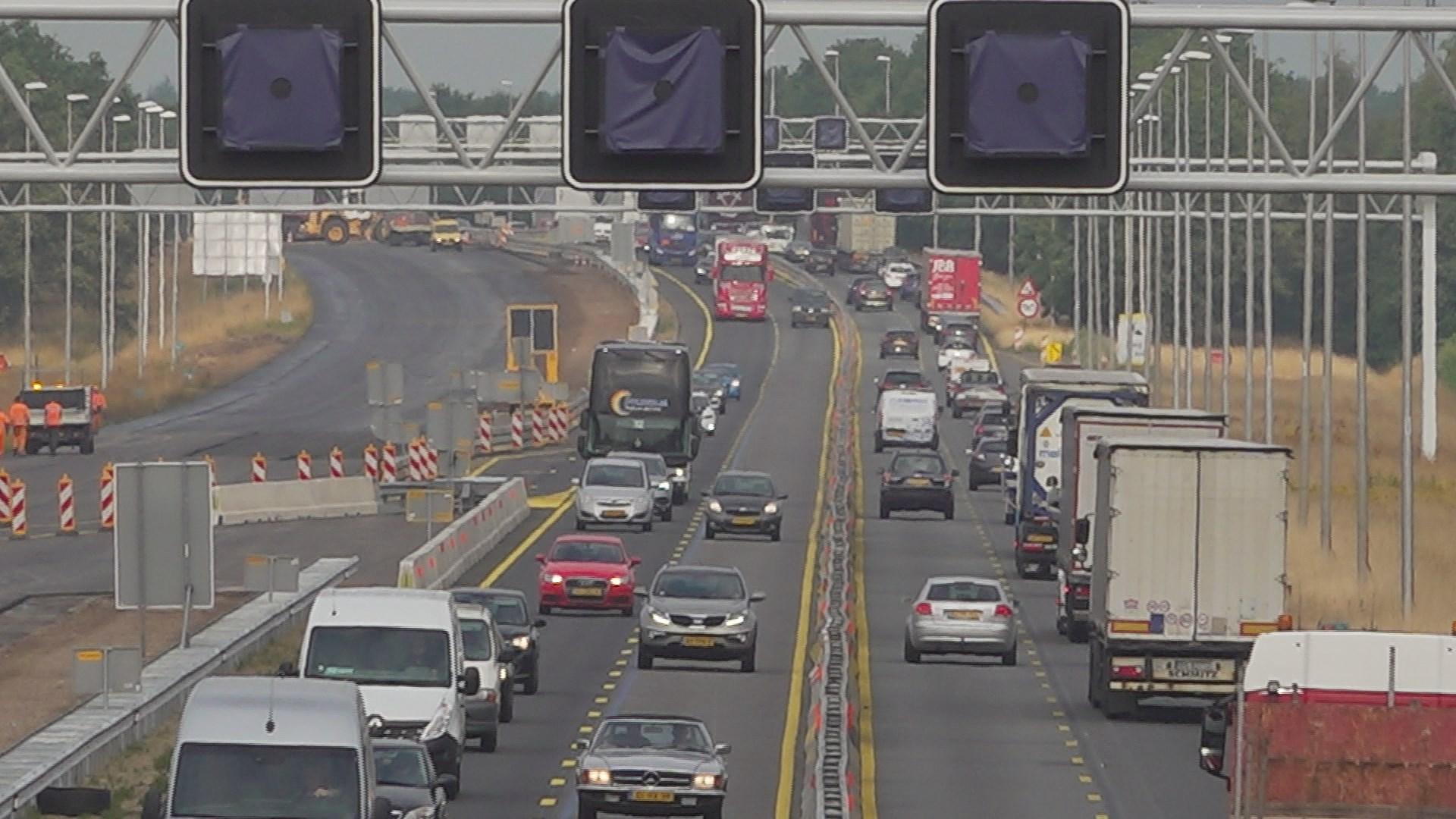 Wéér file op de A1 door ongelukken: vijf vragen en antwoorden over de verkeersdoorstroming.