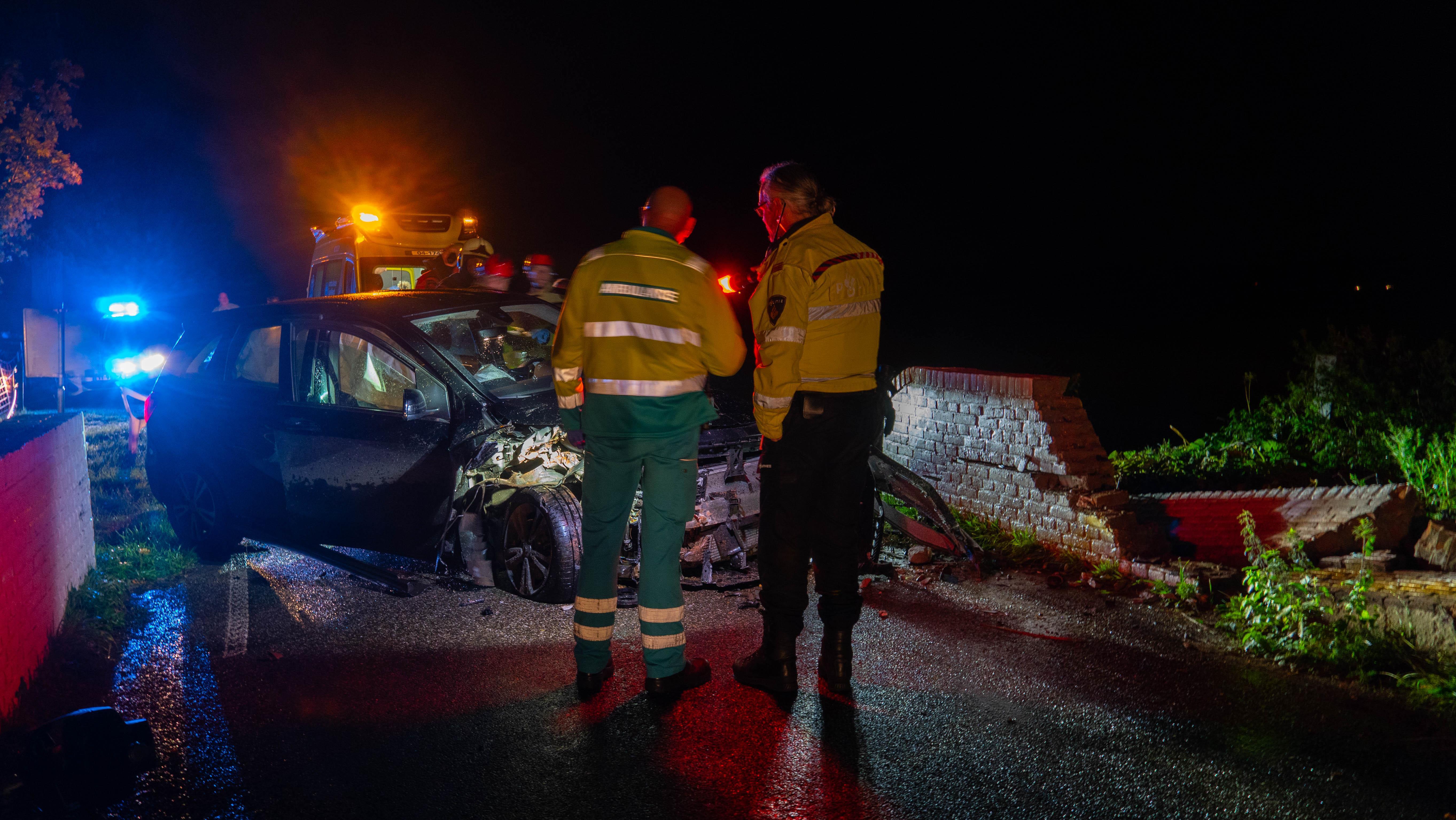 Vrouw gewond naar ziekenhuis door eenzijdig ongeval in Broekland.