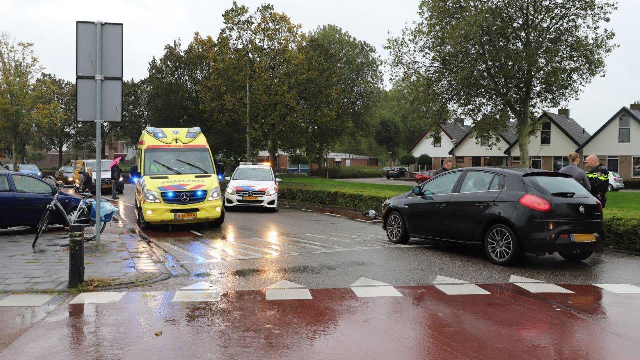 Fietsster raakt gewond bij aanrijding in Kampen.