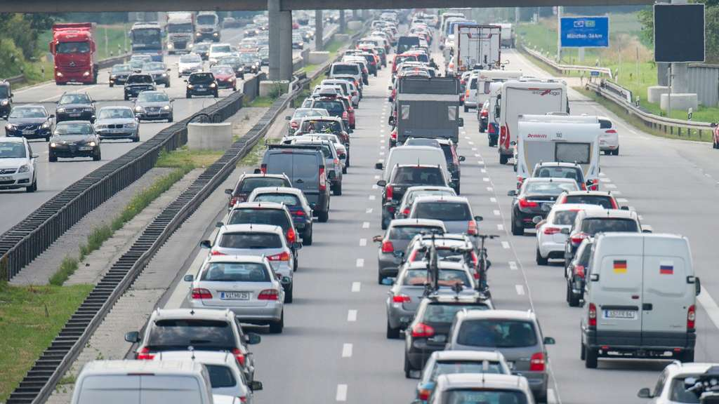 Flinke vertraging op Overijsselse wegen door ongeluk en kapotte vrachtwagen.
