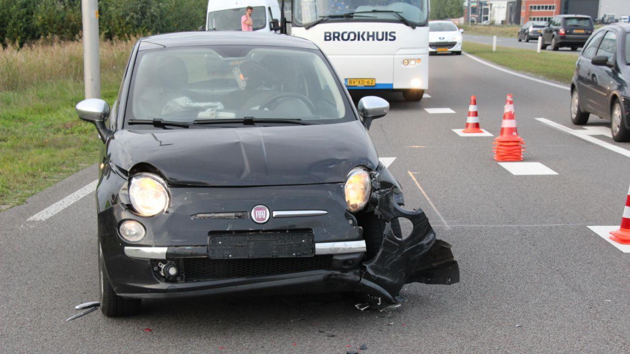 Auto in de sloot bij ongeluk op N347 bij Enter.