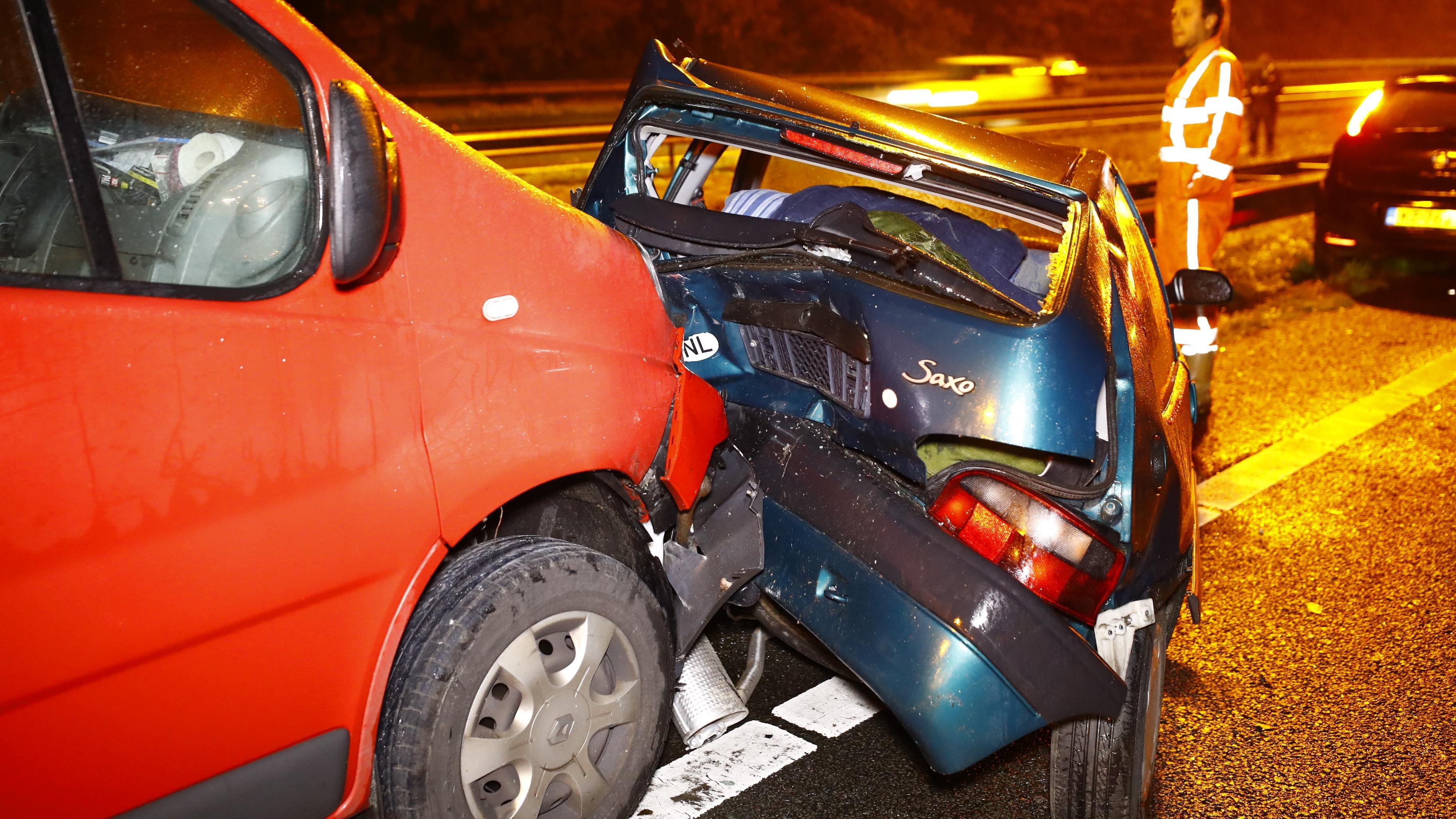 Verkeersinfarct rondom Zwolle door ongelukken met meerdere autos op A28 en A50.