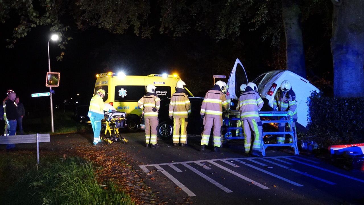 Ongeluk in Bruchterveld: gewonde uit auto bevrijd.