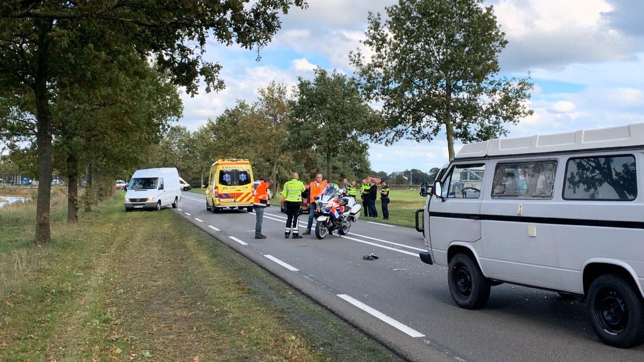 Gewonde bij botsing tussen busje en auto in Nijverdal.