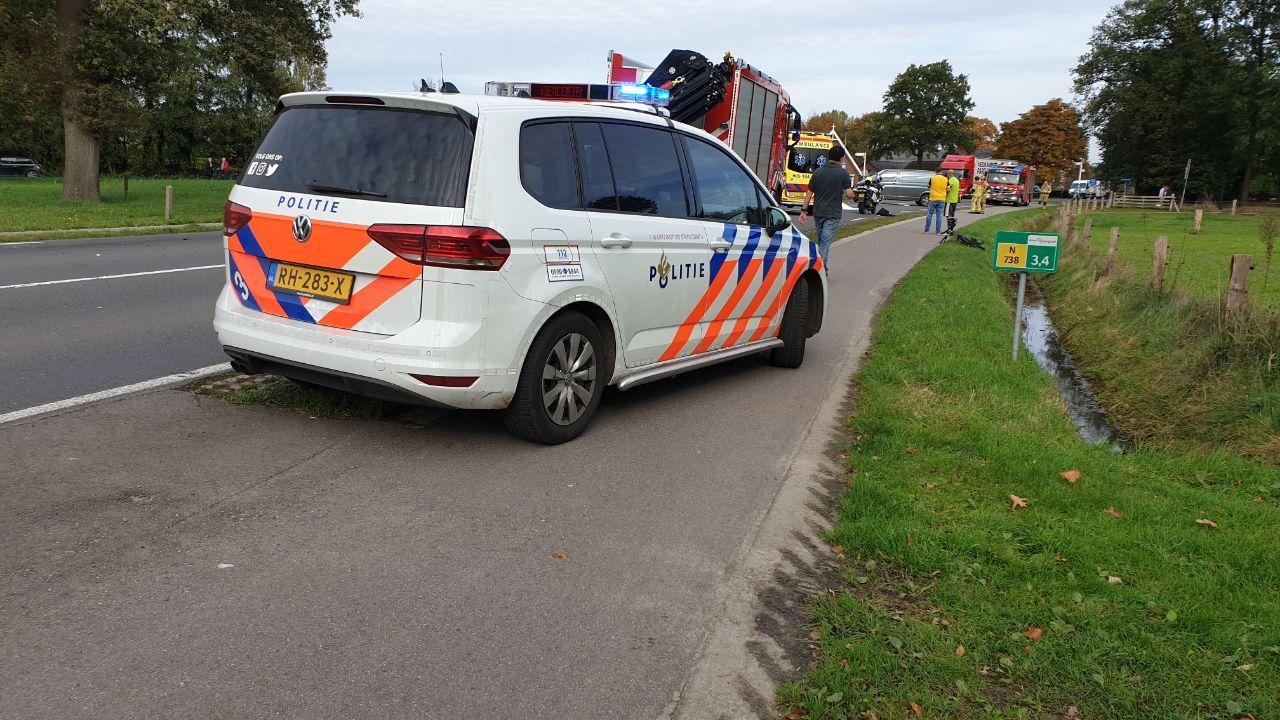 Fietser omgekomen bij ongeluk met vrachtwagen op N738 bij Deurningen.