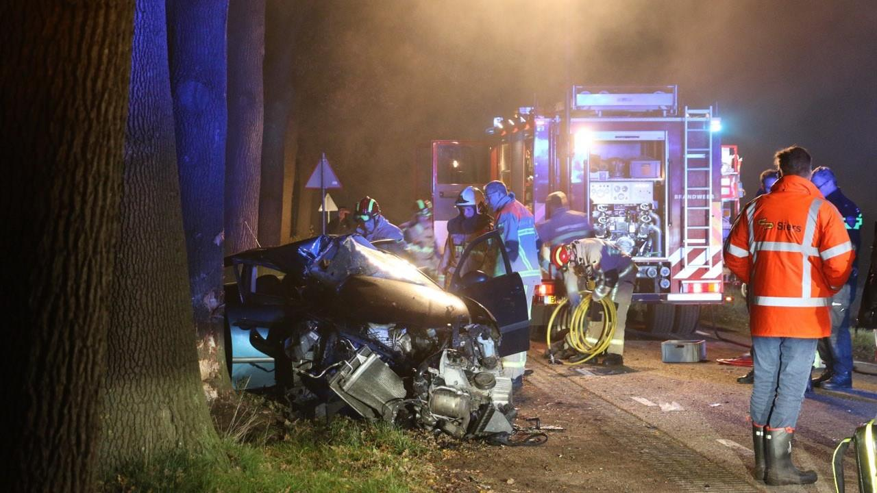 Automobilist gewond bij ernstig ongeluk in Denekamp.