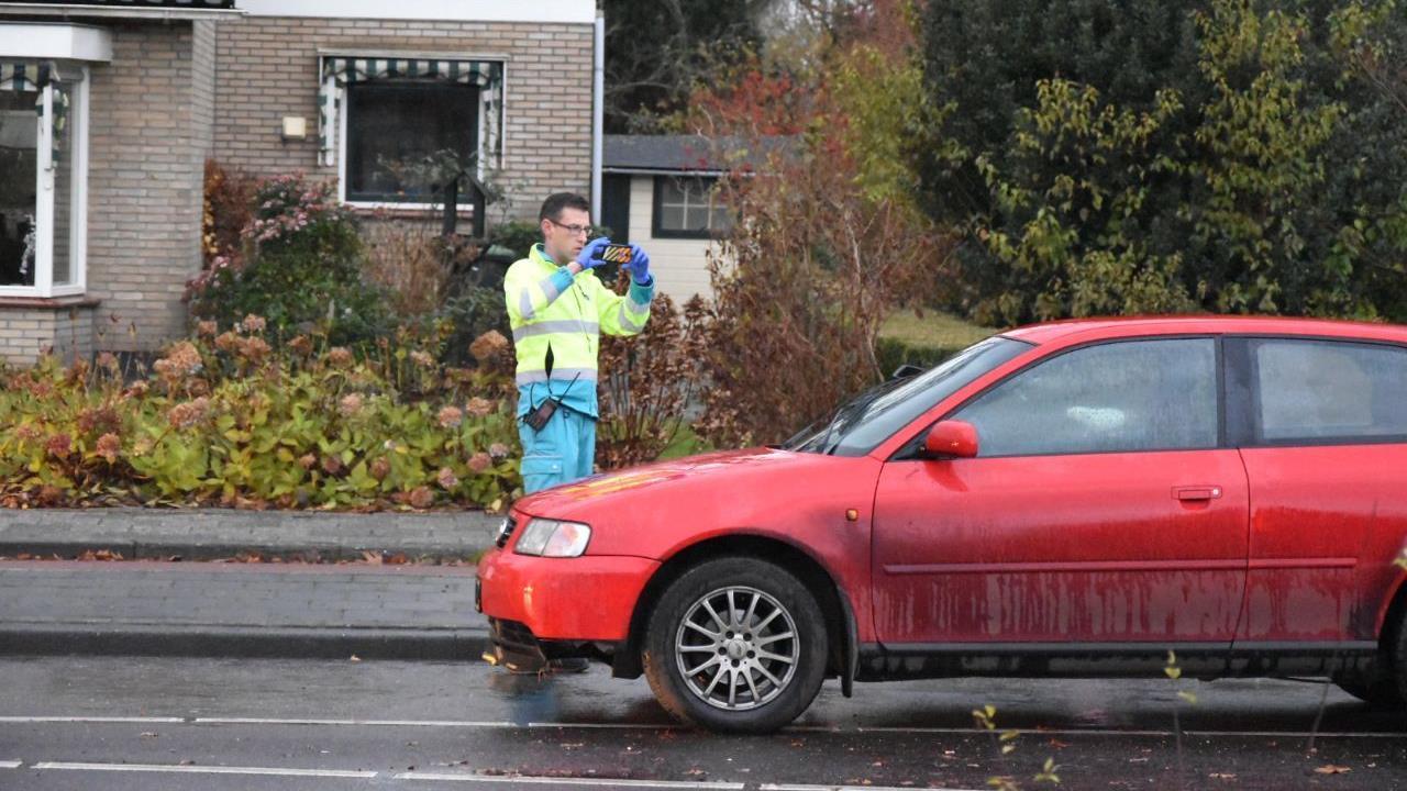 Fietser naar het ziekenhuis na botsing met auto in Steenwijk.