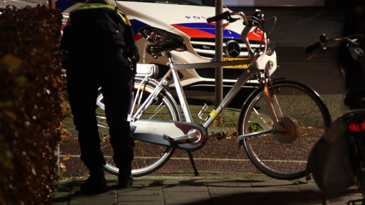 Jonge fietser gewond door aanrijding met bedrijfsbus in Rijssen.