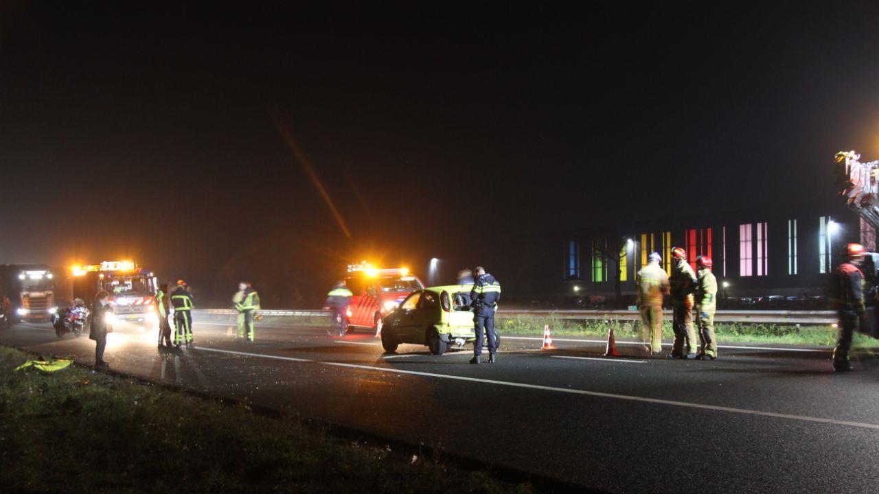 A35 tussen Azelo en Almelo dicht door ongeluk, verkeer wordt omgeleid via A1.