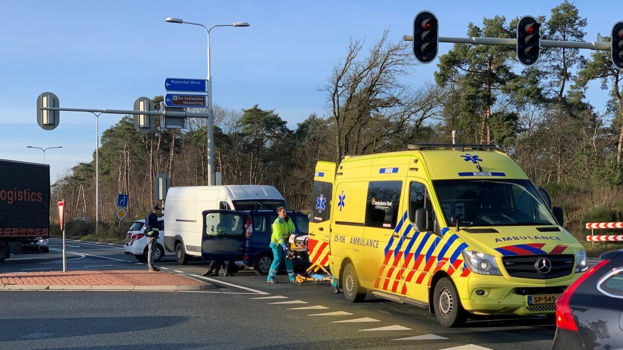 Vrouw gewond geraakt bij ongeluk op N35 bij Nijverdal.