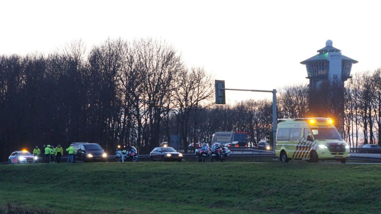 Motoragent aangereden op oprit A28 bij De Lichtmis.