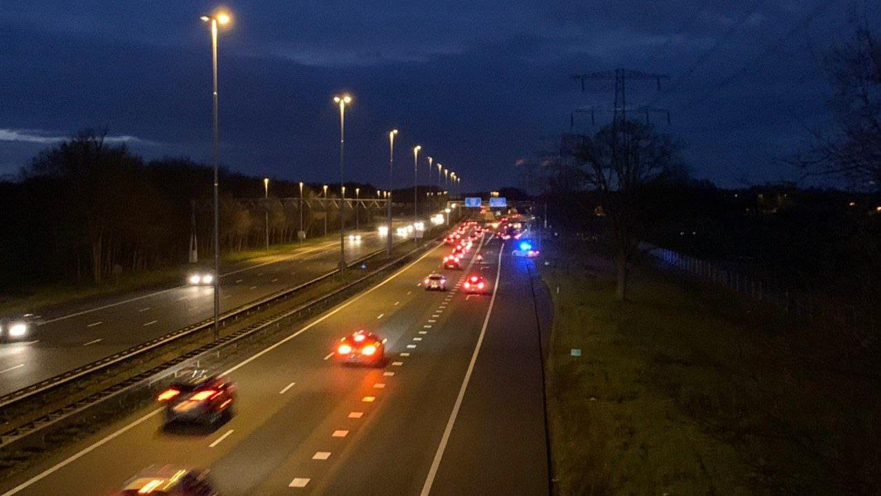 Auto in sloot langs A35 bij Borne bij eenzijdig ongeluk.