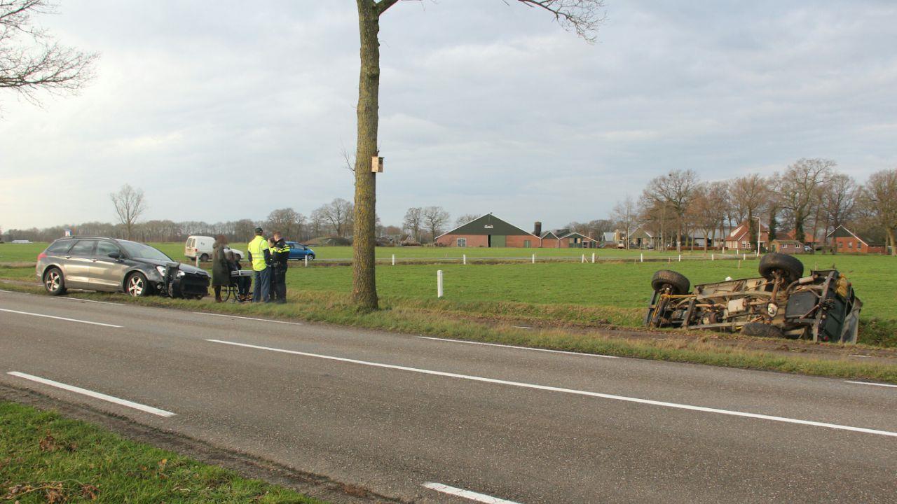 Terreinwagen in de sloot bij ongeluk in Daarle, bestuurder gewond.