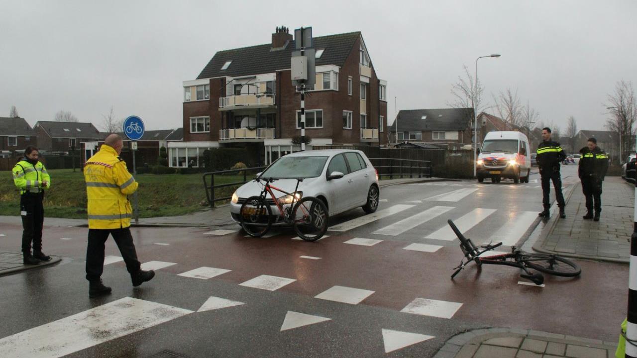 Twee mountainbikers zwaargewond bij aanrijding in Rijssen.