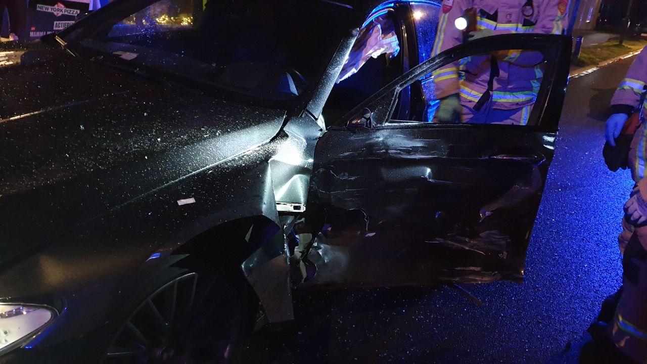 Veel schade bij ongeluk in Hengelo, bestuurder staande gehouden.