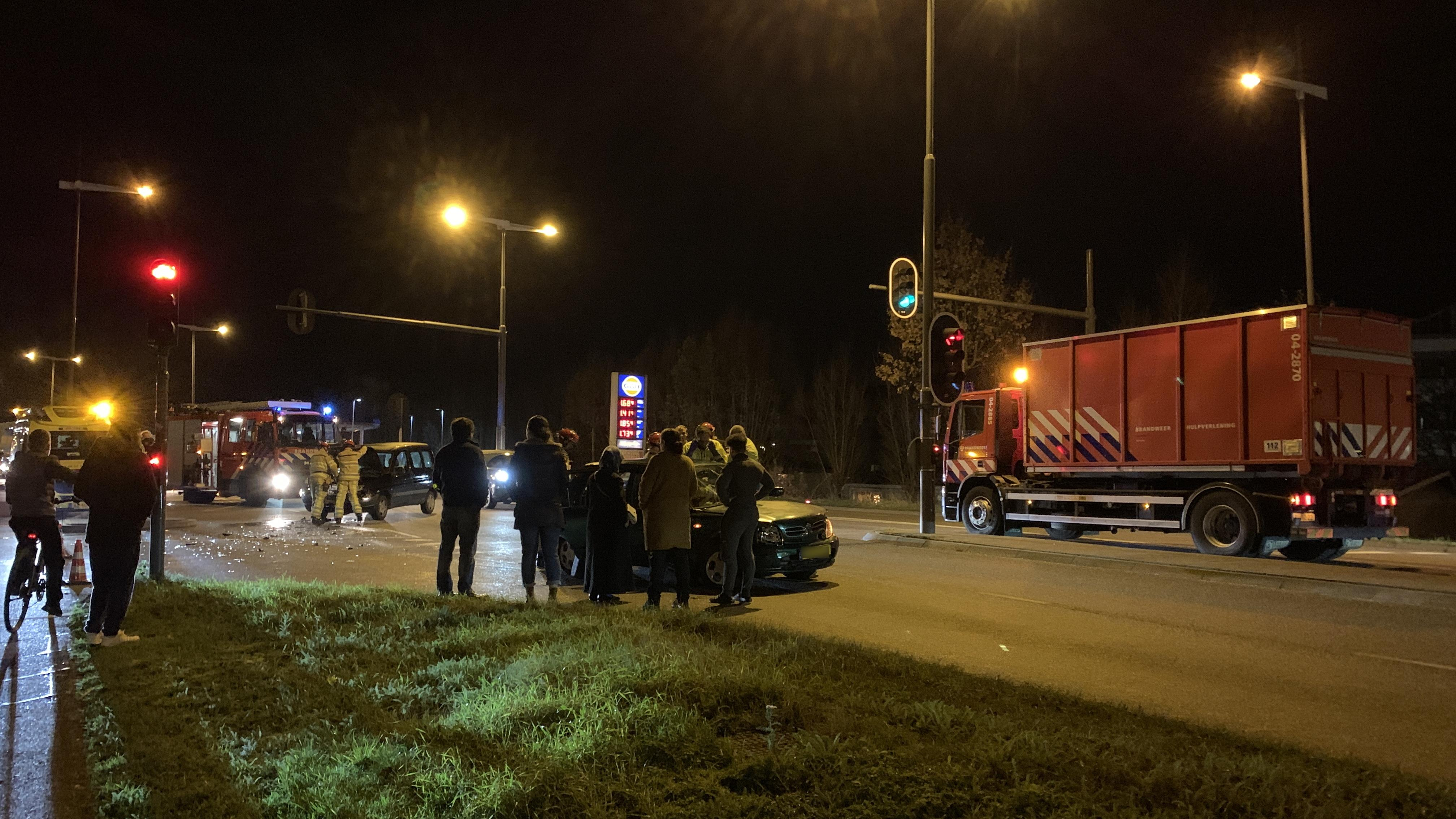 Gewonde bij ongeluk in Deventer, rijstrook N344 afgesloten.