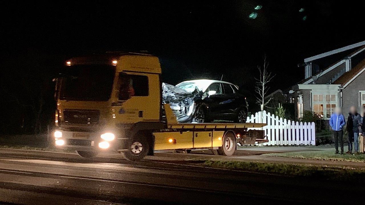 Paard gedood bij aanrijding met auto in Deurningen.