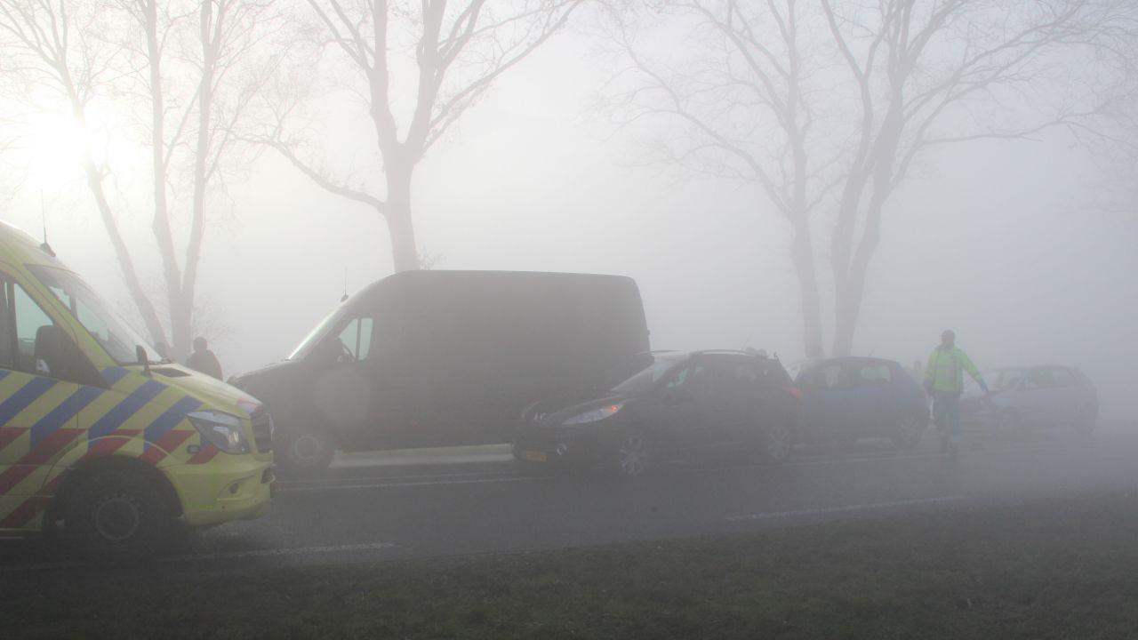 Mist veroorzaakt ongelukken op N350 tussen Rijssen en Holten, vier personen gewond.