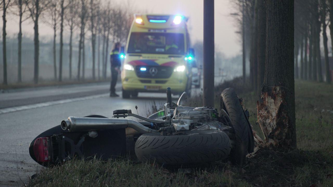 Motorrijder naar ziekenhuis na eenzijdig ongeval in Zwolle.