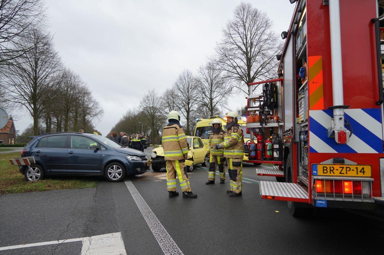 Gewonde bij botsing autos op N377 bij Nieuwleusen.