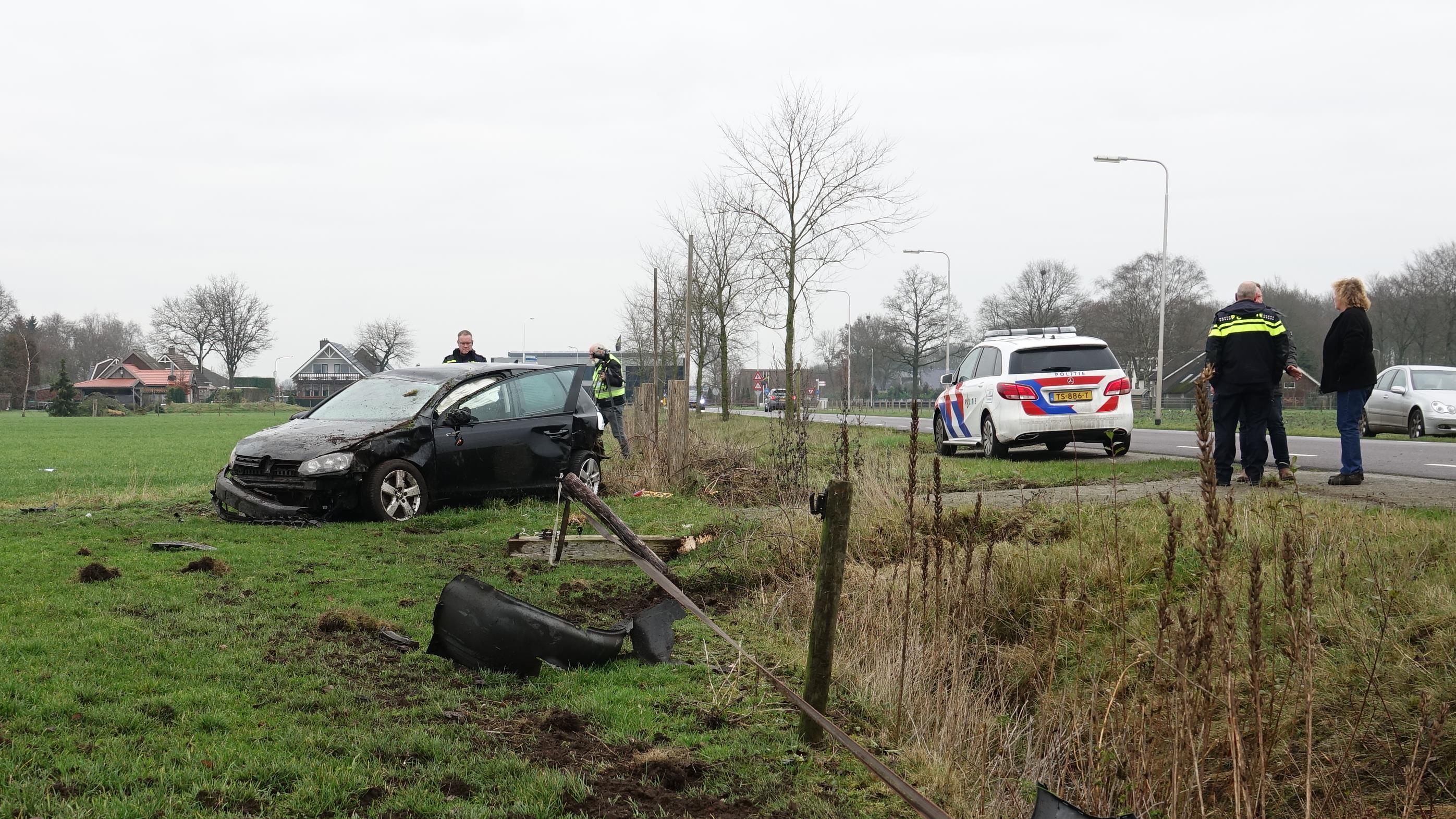 Autobestuurder gewond na eenzijdig ongeval Slagharen.