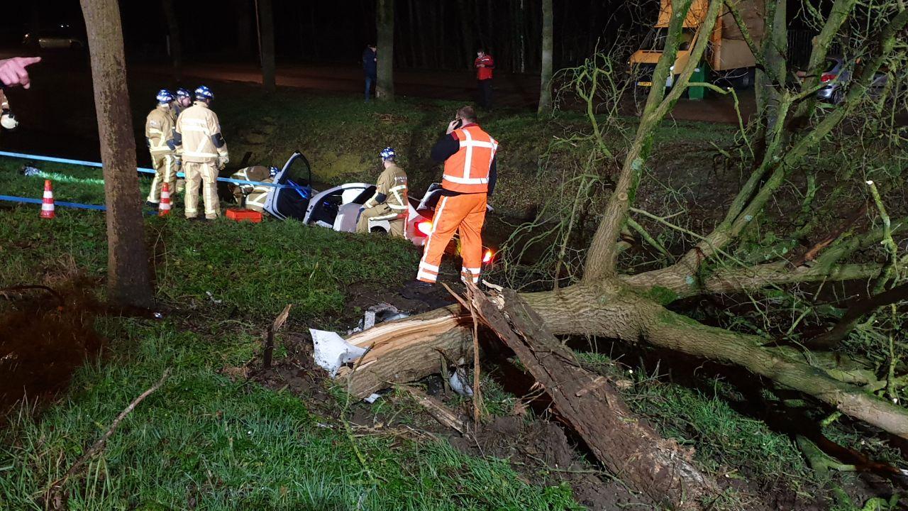 Automobilist gewond na eenzijdig ongeval op A35.