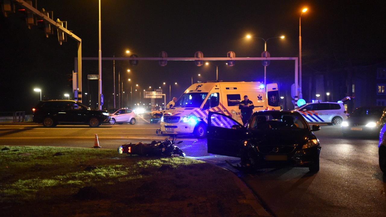 Motorrijder gewond bij ongeluk in Almelo.