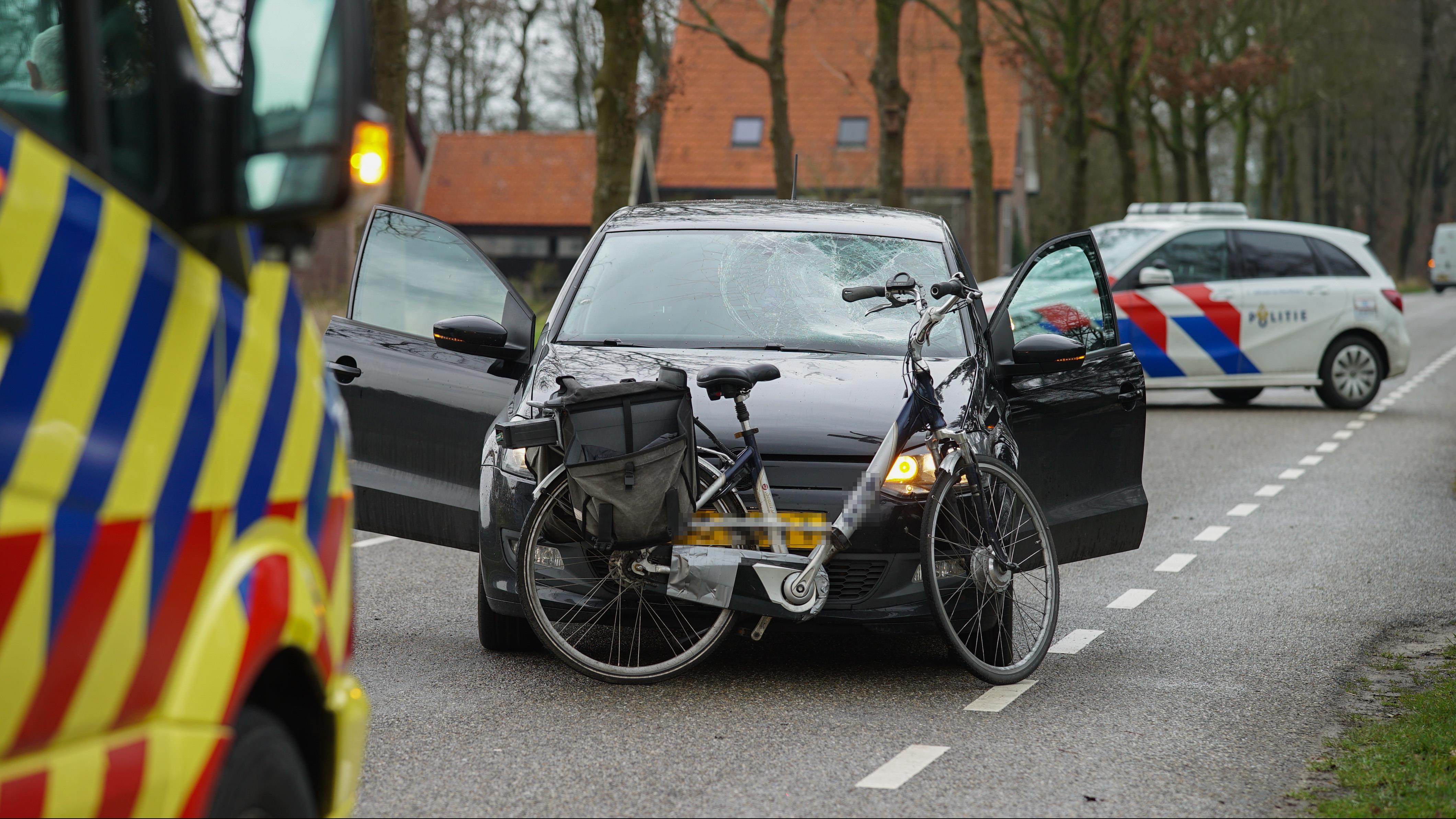 Fietsster gewond bij aanrijding in buitengebied Olst.