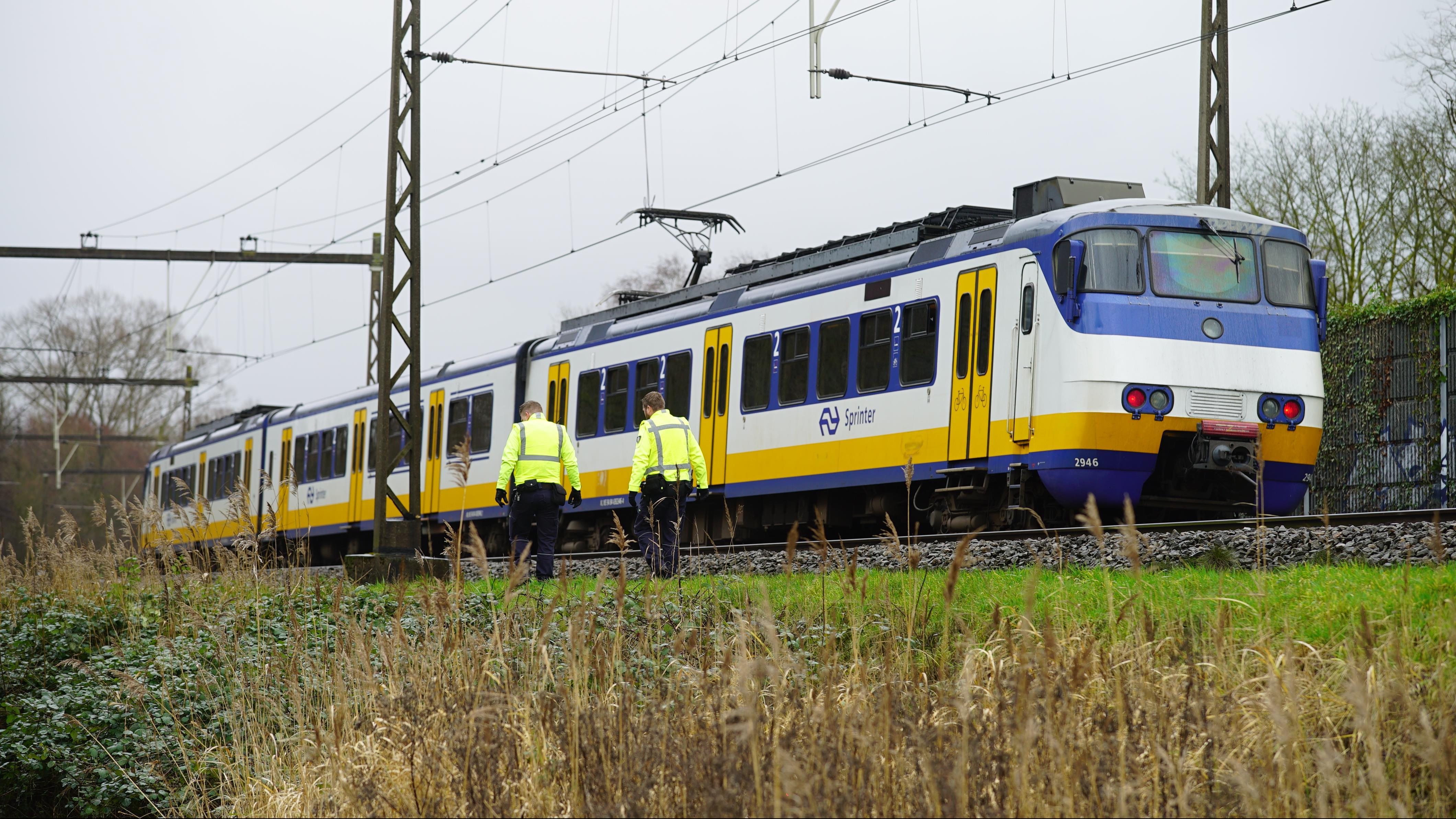 Treinverkeer tussen Deventer en Zutphen hervat na aanrijding met object.