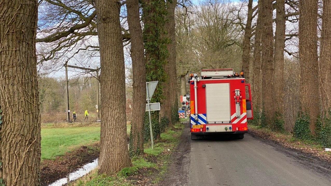 Urenlang geen treinen tussen Apeldoorn en Deventer vanwege aanrijding.
