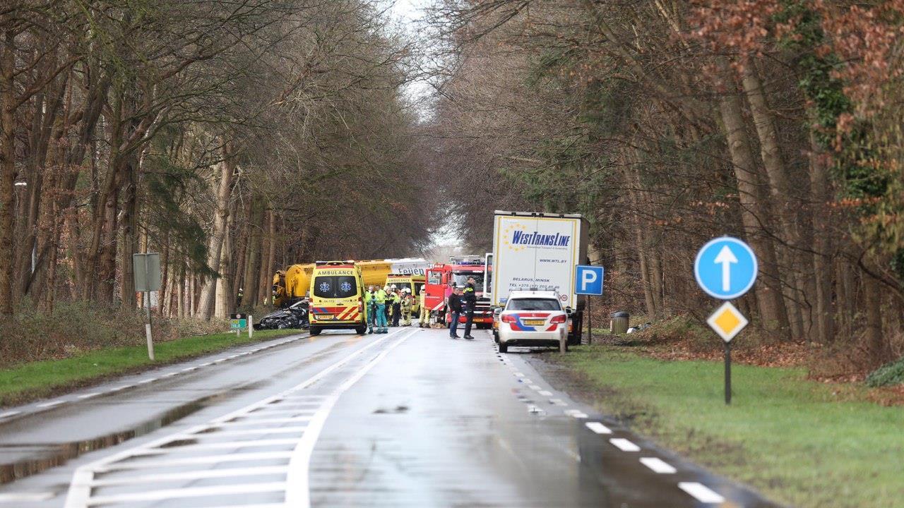N35 bij Raalte in beide richtingen dicht door ernstig ongeluk.