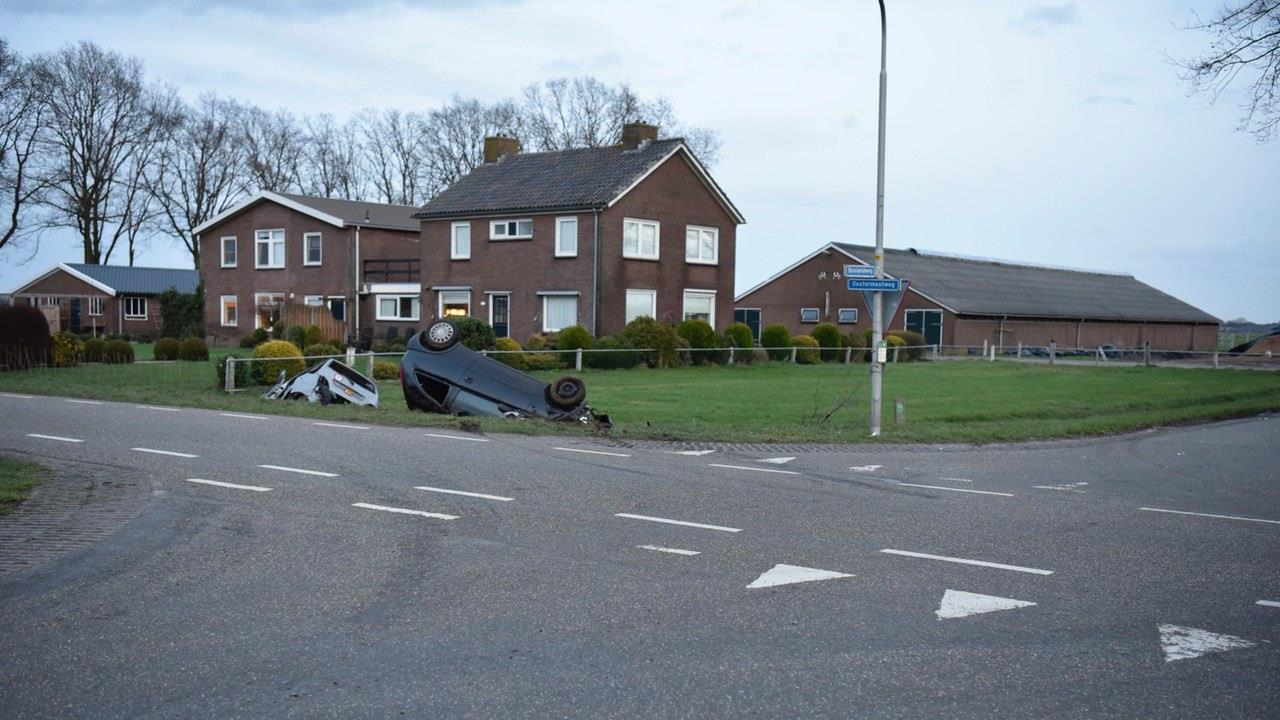 Gewonde bij ongeluk in Vriezenveen tussen auto en brommobiel.