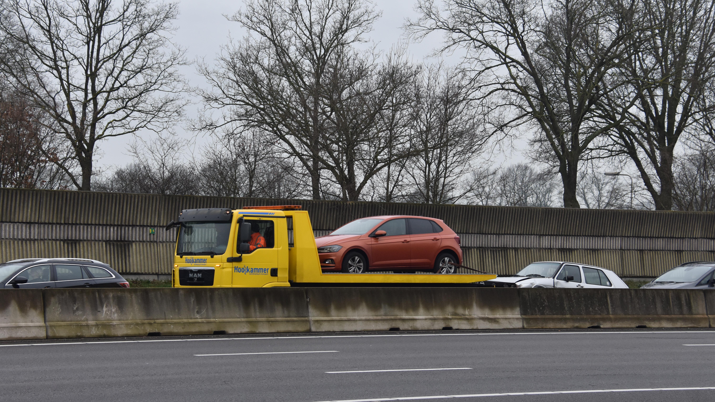 Vier auto's botsten op elkaar op A28 bij Staphorst