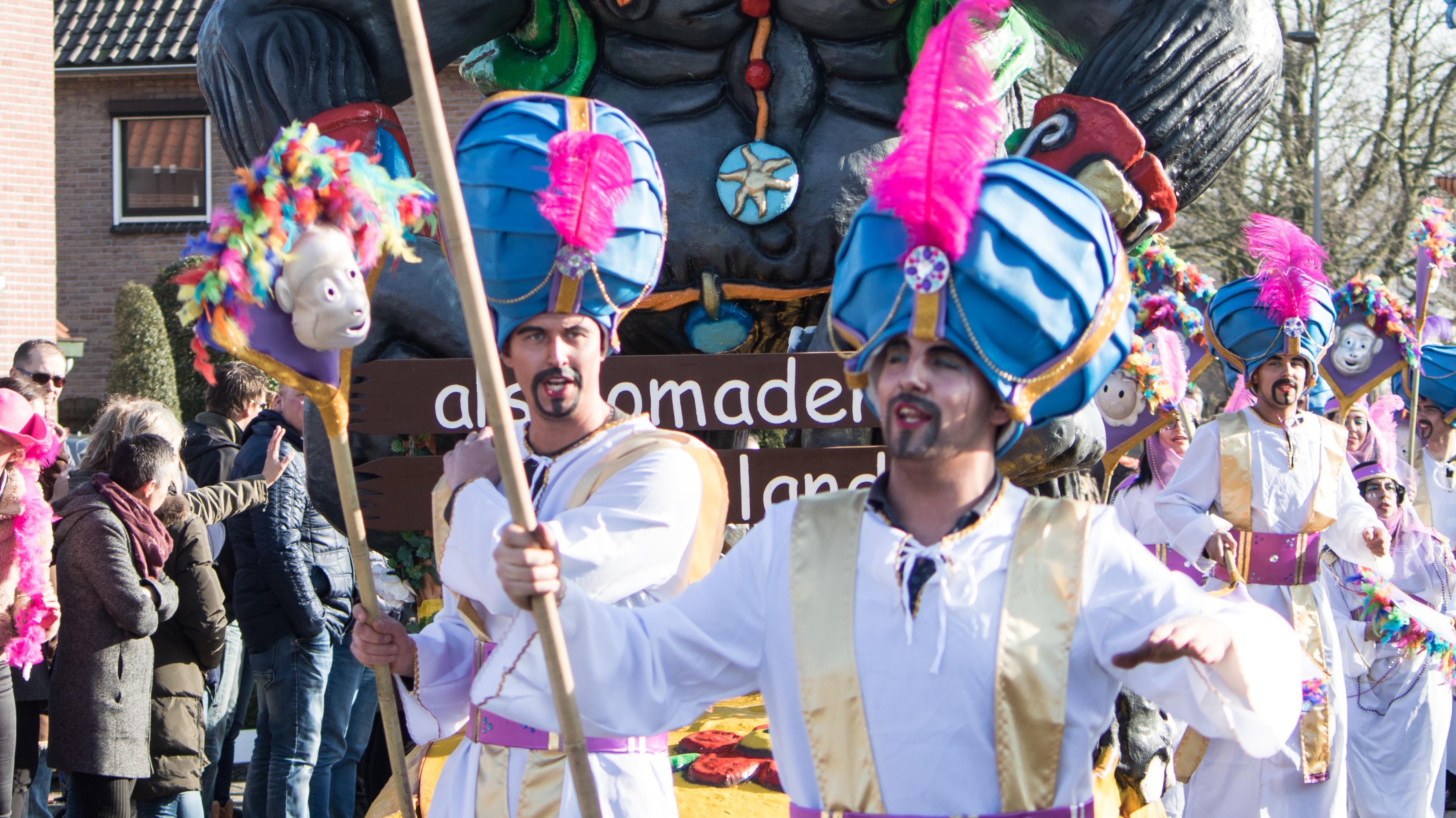 Carnavalsgasten Turftrappers roepen na incidenten met paintball-pistool en 'drone-gevecht' op tot gezond verstand