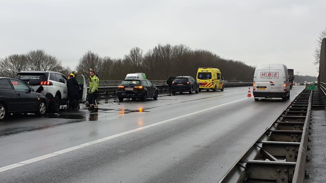 Ongeluk veroorzaakt flinke file op A35 bij Enschede.