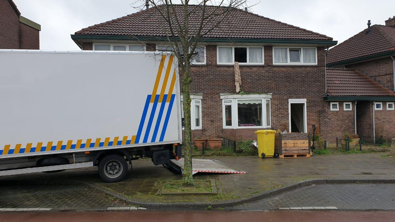 Politie rolt drie hennepkwekerijen op in Enschedese woningen