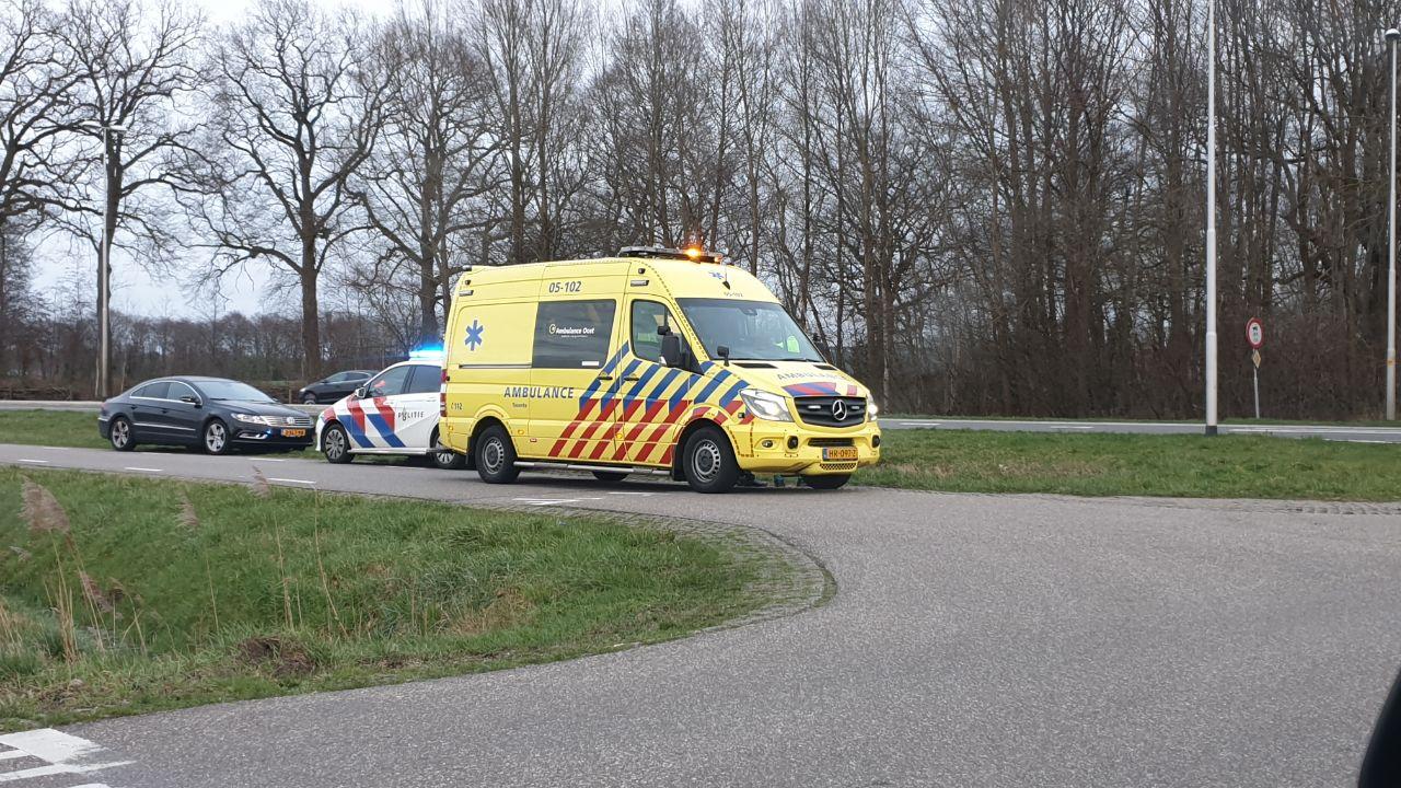 Motorrijder gewond na botsing met auto bij Delden.