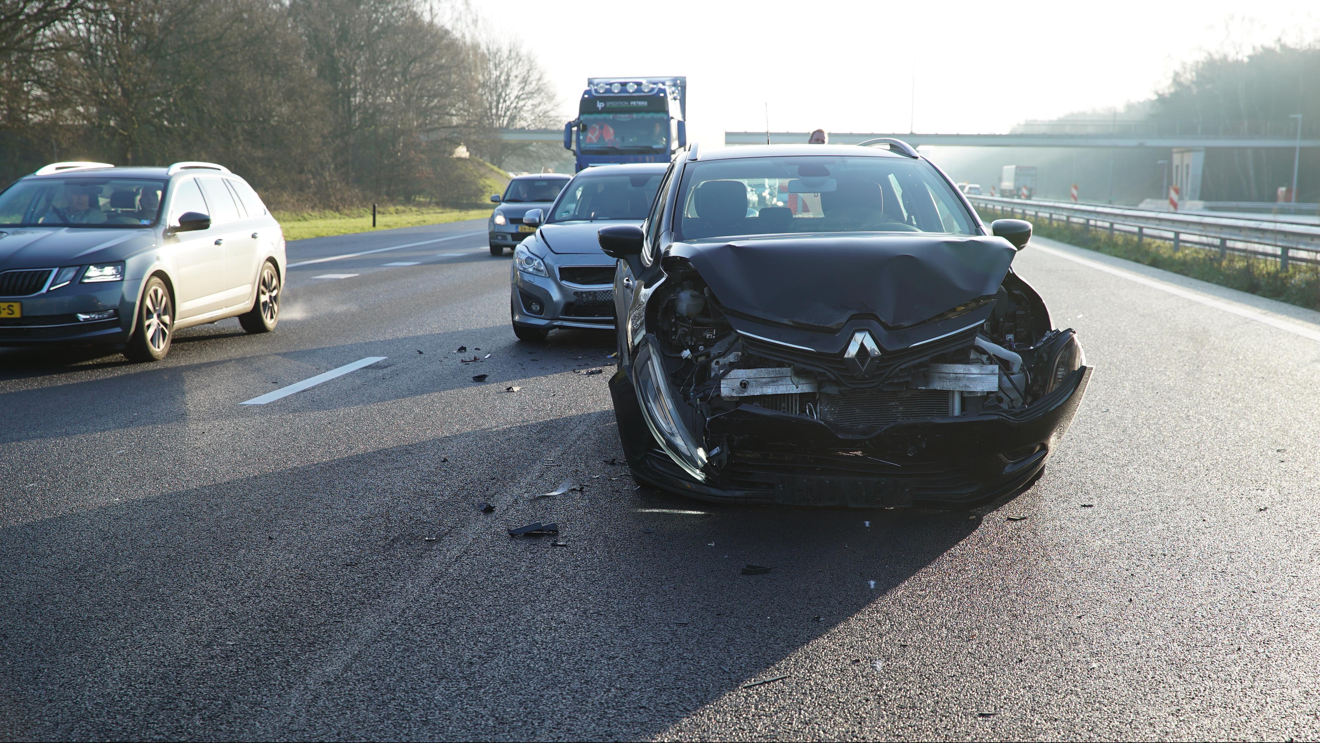 Weg weer vrij na aanrijding met vier autos op A1 bij Deventer.