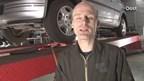 Garagehouder Durk Bloemhof filmt reparaties