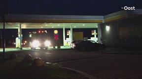 Auto met lekkende gastank bij tankstation Struik Holten