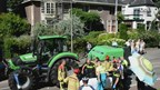 Wielrenster komt onder trekker in Deventer