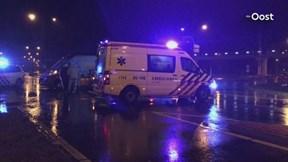 Auto en busje botsen in Enschede: een gewonde