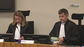 Gesprek met advocaat van moeder en dochter