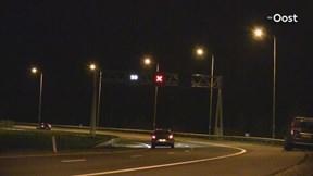 Auto raakt van de weg en eindigt in sloot