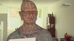 Reportage van de tattoo-opa en de school