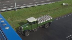 Stoet met 140 Scania oldtimers in Zwolle